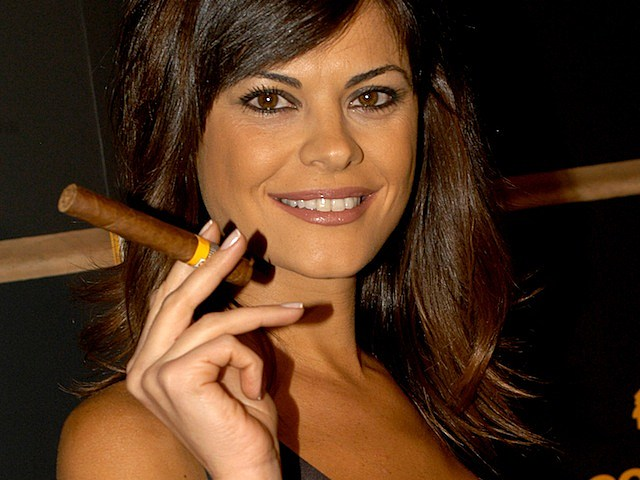 Women Smoking Cigars is the Morning Eyegasm [PICTURES]