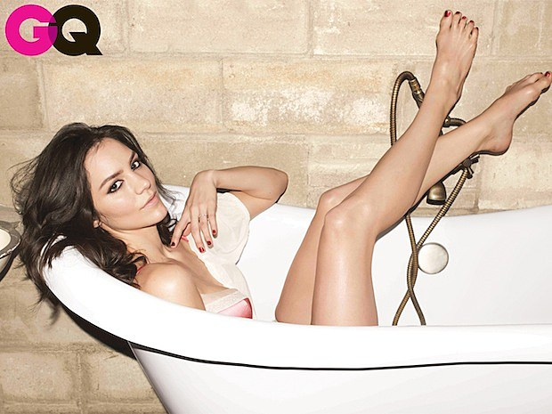 katherine mcphee gq magazine smash nbc bathtub