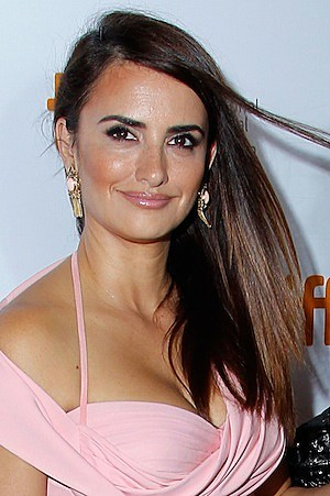 Penelope Cruz Cleavage