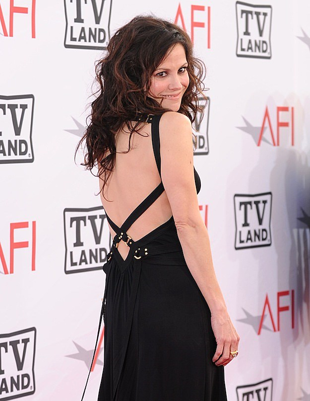 Mary Louise Parker Weeds Hot Pics