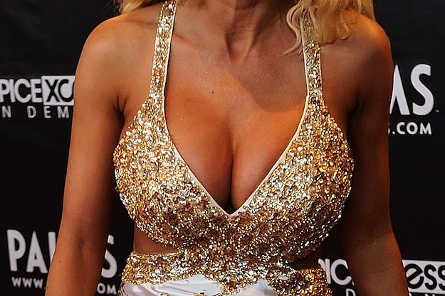 Celebrity Cleavage Pics