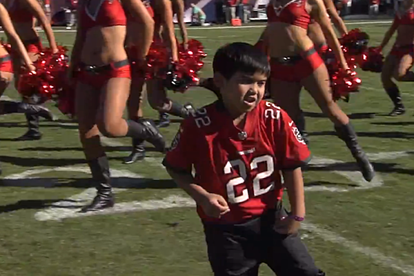 little kid dancing with tampa bay buccaneers cheerleaders