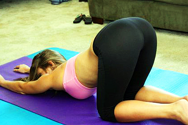 Girls in yoga pants bent over ass